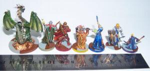 Juego de mesa Drakon - grupo de minis con la regla con la regla